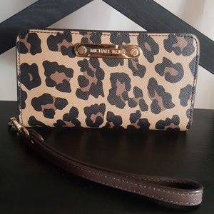 Michael Kors Leopard Phone Case Wallet Clutch